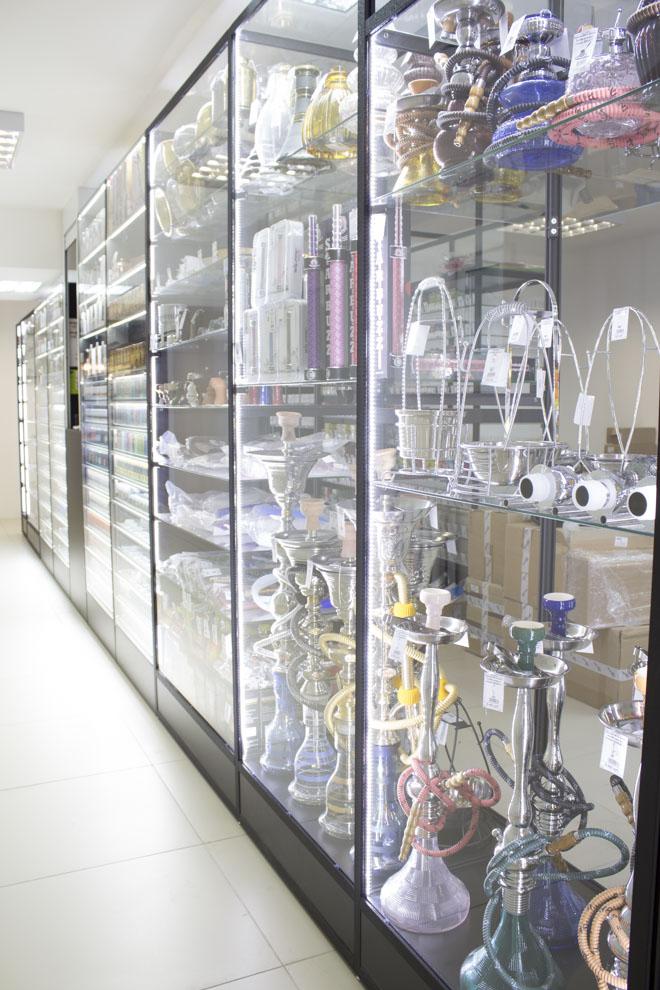 Магазин Кальянов в Новосибирске ул.Высоцкого 33; витрина 1